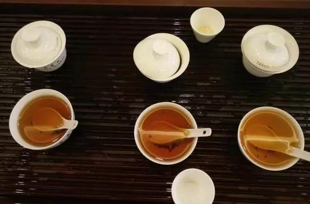 茶师制作的茶底